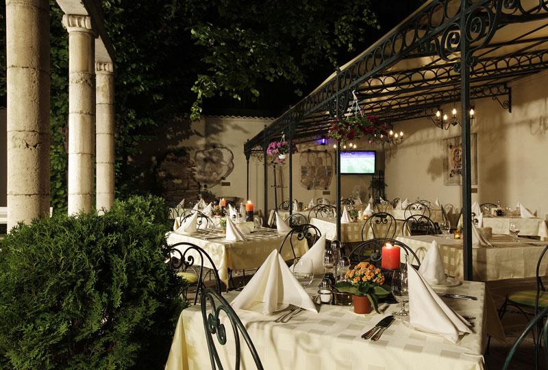 Ресторант Българи - Ресторант-градина с отлична кухня в центъра на София